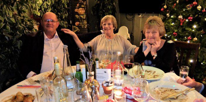 happy-tennis-club-members-christmas-dinner-2018-greyhound-inn